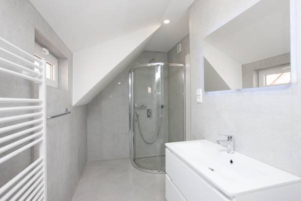 Bathroom 1st floor 2.jpg