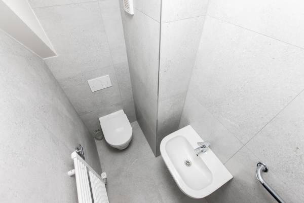 Bathroom 1st floor WC.jpg